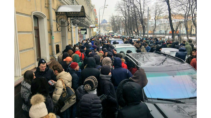 A Moscou 72 heures de file d'attente pour une paire de chaussures